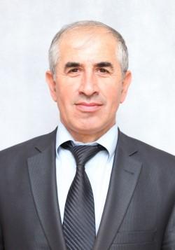 Гаджимурадов Салих Яменович - зам. гл.администрации МО Докуз.JPG